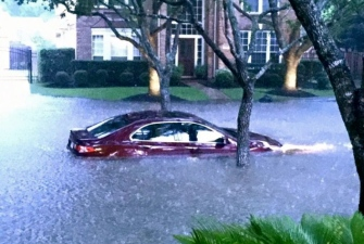 Houston. Floods. Car in neighborhood.KHOU.com