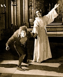 1923 Hunchback of Notre Dame/1923 film publicity still/MGM/USPD.pub.date/Commons.wikimedia.org)