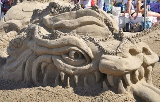 Enter the Dragon. (AIA Sandcastle competition, 2015. Screenshot ABC.com)
