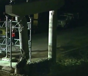 Night repairs to badly damaged  column. Bridge I-10 WB near Sealy.(screenshot click2houston.com)