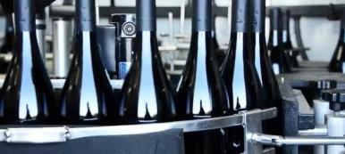 Wine bottles on the bottling line. (screenshot.graacepatriotswines.com)