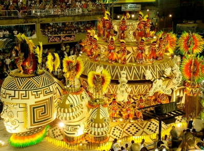 Party in the streets. (Carnival in Rio de Janeiro/Sergio Luiz/Commons.wikimedia.org)