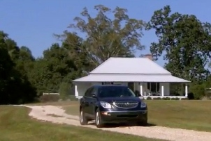 Lou Schell leaving the safety of her home (screenshot.CBS Sunday Morning Show/YouTube))