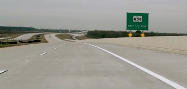 Wide open curving road. EZ tag test on Grand Parkway (Screenshot Hennessey/You tube)