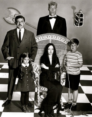 Addams Family portrait. 1964. (ABC/USPD: pub.date, no cr/commons.wikimedia.org)