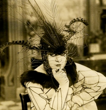 woman in costume.1917. Zena the temptress. Suratt publicity still/USPD.pub. date/Wisconsin Center for Film and Theater research/Commons.wikimedia.org)