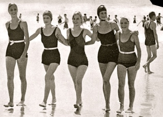 1934. teenage girls on beach. Oxley Library, Queensland/Reaelased to PD/Commons.wikimedia:org)