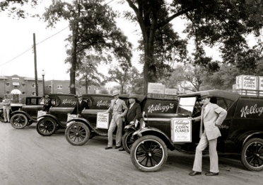 Vintage cKellogg's cereal sales men in front of their vintage company cars.Houston (screenshot.abc13.com)
