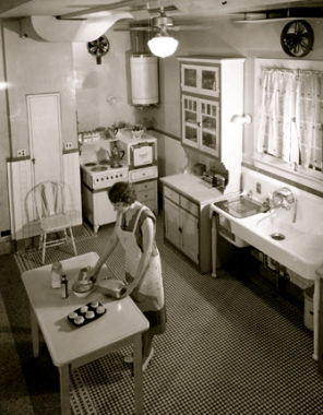Woman in a typical kitchen 100 years ago in Houston, TX.(screenshot abc13.com)