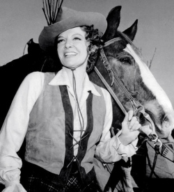 "woman and horse.Ann Sheridan.1966:""Pistols and Petticoats"".CBS/USPD.pub.date./Commons.wikimedia.org)"