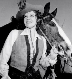 "woman and horse.Ann Sheridan.1966:""Pistols and Petticoats"".CBS/USPD.pub.date./Commons.wikimedia.org)"