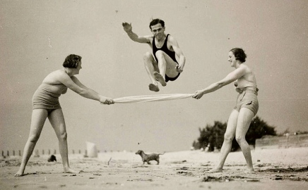 Three People exercising on the beach. 1935. UK National Media Museum/Flickr commons/USPD:. pub date, exp cr./Commons.wikimedia.org)