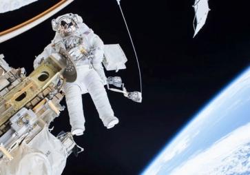 NASA Astronaut Tim Kopra. Dec 21 space walk. (USPD by NASA.gov/multimedia:/magegallery)