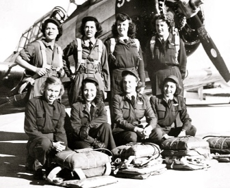 Group of WASP pilots at Love Field, TX.1943/US Army Air Forces/USGOV-PD (US PD/Commons.wikimedia.org)