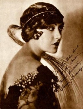 1923.Glamorous publicity photo of Gloria Swanson. Blue Book of the Screen/USPD.pub.date/Commons.wikimedia.org)