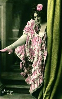 Cancan dancer Saharet peeking out from behind a curtain.1899/USPD.pub.date, artist life+/Commons.wikimedia.org)