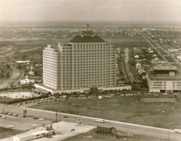 1953 aerial view of Shamrock Hotel/south Houston. (Image Houston chronicle.com)