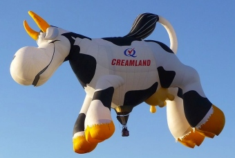 Cow balloon. (Mav/Commons.wikimedia.org)