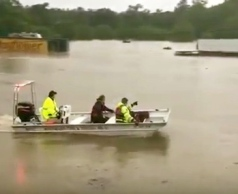 boat headed to rescue horses in flood. (YouTube/Springhappen)
