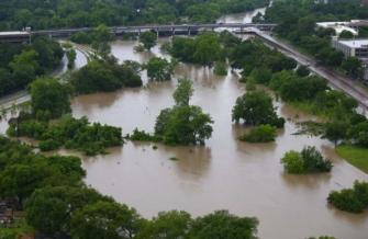 Buffalo Bayou flooded. (Nick Anderson/Hou.Chron/chron.com)