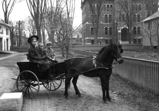 Children in Pony cart. 1900-1920? Keene Public Lib. and Historical Scociety of Cheshire Co.:Commoms.wikimedia.org)