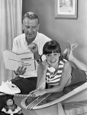 Sally Fields as Gidget. 1965 TV series (ABC tv press release (USPD:pub.date,no cr seen/ Commons.wikimedia.com)