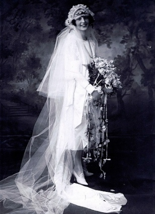 woman dressed as bride.Peggy Fish.1920s. (USPD: pub-date/Commons.wikimedia.org)