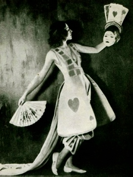 "Woman in costume. Betty Linn.Jan,1922 ""The Tatler"" USPD: pub.date,-artist's life /Commons.wikimedia.org)"
