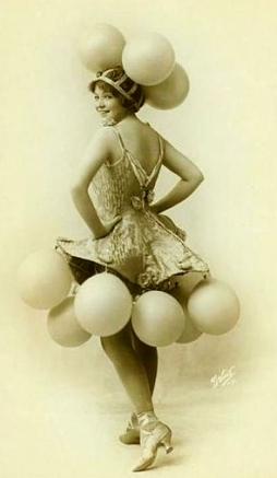Woman in dress with balloons. Ziegfeld Follies' Helen Barnes, 1915-1918. (USPD.pub.date/Commons.wikimedia.org)