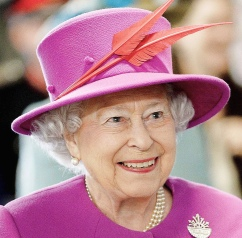 Pretty in Pink. Queen Elizabeth II on Royal Navy Carrier. 2015. Image: Joel Rouse/Ministry of Defense. (Commons.wikimedia.org)
