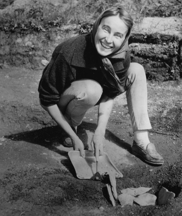 woman crouched on dirt with shovel. 1963.( National Geo. Society. Smithsonian archives. Acc.90-105.Flickr/USPD.exp.cr, no known restrictions/Commons.wikimedia.org)
