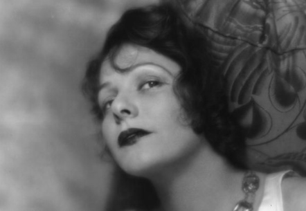Woman. Norma Talmadge. 1921. USPD: pub.date, artist life/Commons.wikimedia.org)