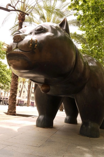 Giant bronze cat sculpture by Botero ((Hitchhikers handbook/Commons.wikimedia.org)