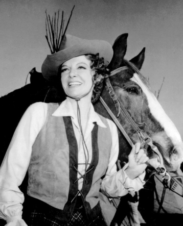 "Hollywood cowgirl holding her horse. Still from the series ""Pistols and Petticoats"" (USPD. Pub.date, artist life/Commons.wikimedia.org)"