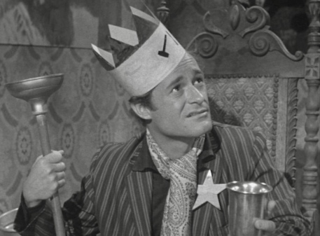 Man with crown. Dick Millar in 1959 film Bucket of Blood. (USPD: pub.date/Commons.wikimedia.org)
