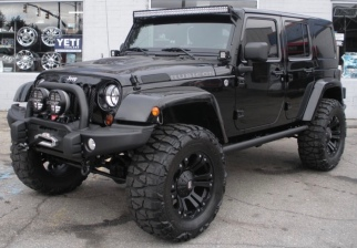 Black Jeep Rubicon Unlimited. (Pininterest)