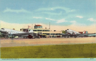 Vintage colored postcard. Airplanes at airport. Chicago Municipal Airport ca.1930-1945. Postcard by Tichnor Bro. (Boston Pub.Lib. Tichnor Bro collection/USPS. pub.date, artist life/Commons.wikimedia.org)