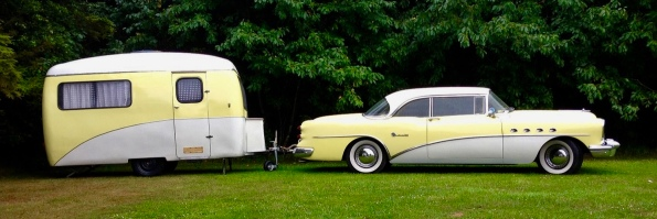 car and trailer. Buick Roadmaster with travel trailer. (Slauger/Commons.wikimedia.org)