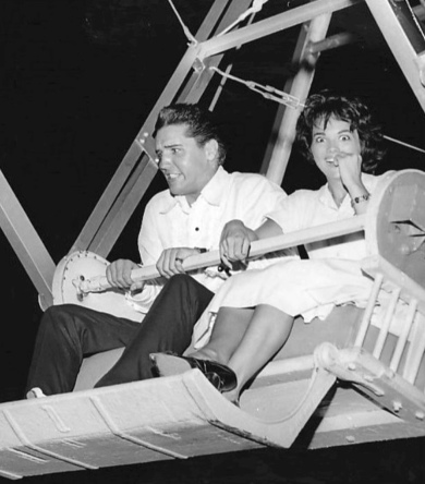 Elvis Presley and girlfriend at the time Anita Wood on ferris wheel at a carnival , 1960. St Paul Pioneer PRess. USPD- CR not renewed, pub.date, artist life/Commons.wikimedia.org
