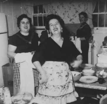 Three women in kitchen peparing family meal. ca.1940's. Jewish Historical Society of Upper Midwest/ Steinfeldt collection/ Flickr/USPD.pub.date, no known cr./Commons.wikimedia.org)