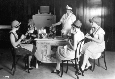 Women having coffee at table. 1927. Image by Fishbaugh./State Lib. and archives of Florida. (USPD.artist life, pub.date/Commons.wikimedia.org)