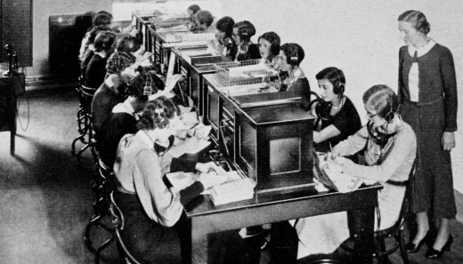 women at work. Switchboard at phone company. Bell Tel. Mag. 1922 (USPD.Pub.date/Commons.wikimedia.org)