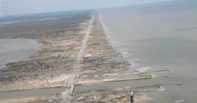 Island. Boliver Penninsula, TX after Hurricane Ike, Sept. 13,2008. USPD/by NOAA/NWS fed. employee/Commons.wikimedia.org)