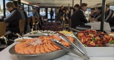 Food. Rice football players on dinner cruise of Sydney Harbor. (T.Lavergne/Rice Athletics/Hou.Chron)