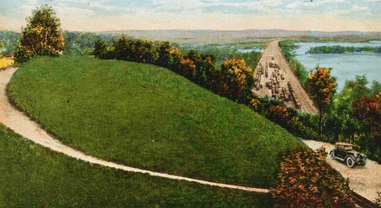 Vintage car and hilly landscape (1920 postcard. USPD. Pub.date, artist life, Unico postcard/Commons.wikimedia.org)