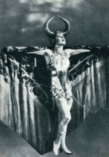 Overly dramatic woman in strange elaborate costume. 1922 Mae Murray. Metro Picture's film Fascination. (The Tattler mag/USPD. pub.date, artist life/Commons.wikimedia.org)