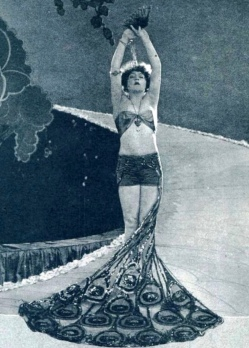 Showgirl in peacock costume. 1922. Pub. still of Mae Murray in Peacock Alley flim. Metro Pict/ Film Fun mag/USPD. pub.date, artist life/Commons.wikimedia.org)