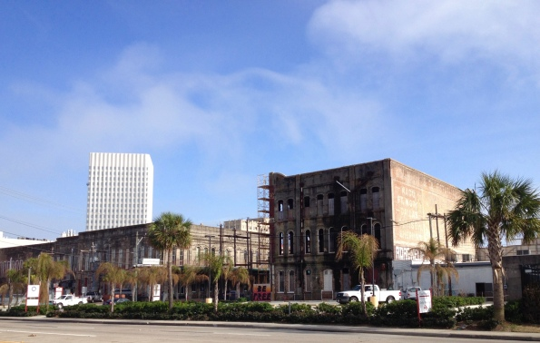 Galveston's Strand. Vintage buildings' facing north/to their backside on Harbourside Drive. (Image: all rights reserved, copyrighted, no permissions granted)