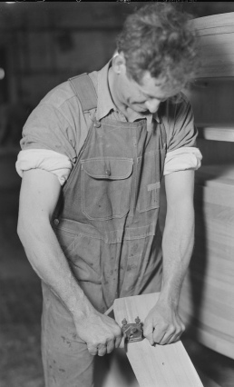 man working. carpenter. 1936-37 (USPD. NARA. by fed. empllyee, Hine, pub.date/Commons.wikimedia.org)