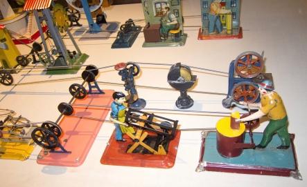 Antique tin toys of men working (Thomas Quine/C0mmons.wikimedia.org)